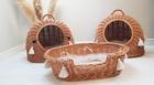 Budka Wiklinowa naturalna  z beżowymi chwostami Boho i beżowym kocykiem Dla Psa,Kota  ( York, Maltańczyk, Shih Tzu, Maine Coon ) (7)