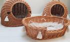 Budka Wiklinowa naturalna  z beżowymi chwostami Boho i beżowym kocykiem Dla Psa,Kota  ( York, Maltańczyk, Shih Tzu, Maine Coon ) (6)