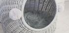 Budka Wiklinowa w kolorze szarym z szarymi pomponami Dla Psa,Kota  ( York, Maltańczyk, Shih Tzu, Maine Coon ) (4)