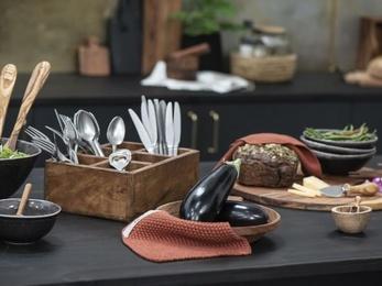 skrzynki drewniane vintage do stylowej kuchni